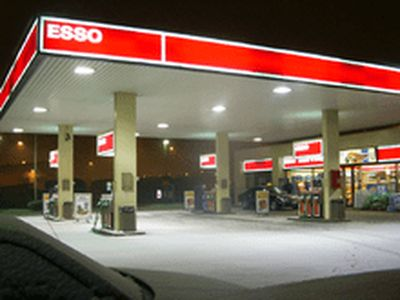 ESSO GAS STATION WITH PROPERTY IN HAMILTON
